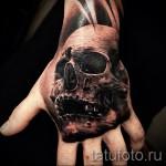 Tattoo Schädel auf der Hand - Fotos und Beispiele von 01032016 6