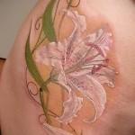 Tattoo-weiße Lilie - ein Foto mit einer Ausführungsform des fertigen Muster 29032016 1