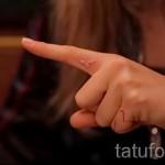 tatouage blanc sur son doigt - image avec un mode de réalisation du motif fini de 29032016 1