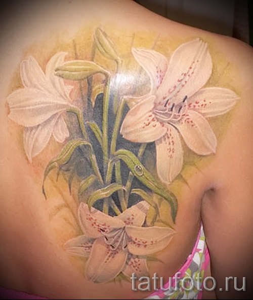 tattoo white lily - a photo with an embodiment of the finished pattern of 29032016 1