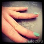 weiß Tätowierung auf ihrem Finger - Bild mit einer Ausführungsform des fertigen Muster 29032016 1
