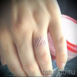 white tattoo on her finger - picture with an embodiment of the finished pattern of 29032016 1