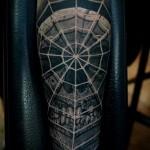тату паутина с пауком - крутая татуировка на всю руку для мужчины