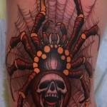 тату паутина с пауком - крутая цветная татуировка с пауком у которого череп на попке
