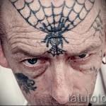 Spiderweb Tätowierung auf seinem Kopf 1