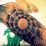 web tatouage sur son bras 1