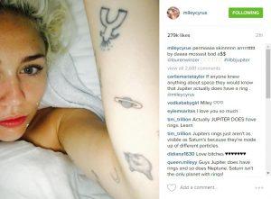 Новая тату Майли Сайрус - пример татуировок на левой руке с планетой и не только - фото
