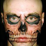 парень с тату черепа на лице - фото пример 6