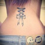 тату бантик на пояснице - фото пример готовой татуировки 02052016 2