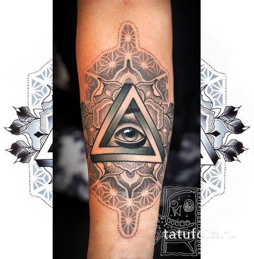 Татуировка треугольник с глазом