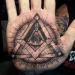 тату глаз в треугольнике на руке - фото готовой татуировки от 13052016 14