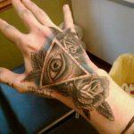 тату глаз в треугольнике на руке - фото готовой татуировки от 13052016 15