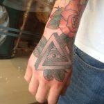 тату глаз в треугольнике на руке - фото готовой татуировки от 13052016 3