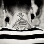 тату глаз в треугольнике на шее - фото готовой татуировки от 13052016 8