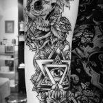 тату глаз в треугольнике с розами - фото готовой татуировки от 13052016 2