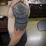 тату доспехи на плече фото - пример готовой татуировки от 16052016 15