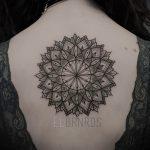 тату мандала на спине - фото пример готовой татуировки от 01052016 24