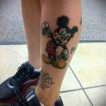 тату микки маус на ноге - готовая татуировка от 16052016 7