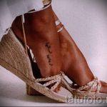 тату надпись на ступне - фото пример готовой татуировки от 23.05.2016 15