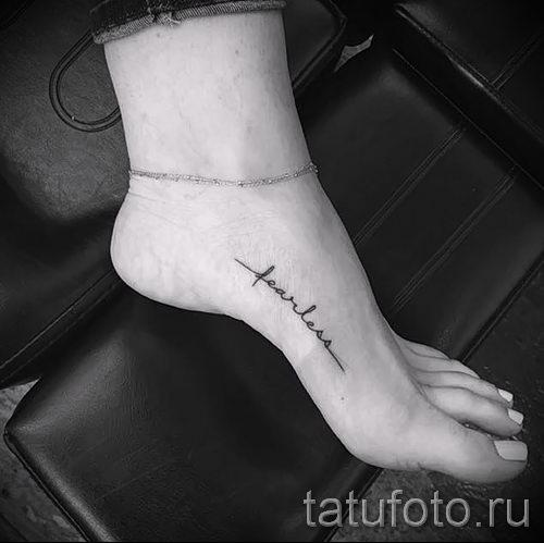 татуировки на ноге надписи для девушек фото