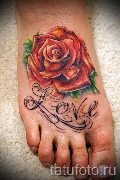 Татуировки с цветами на ноге