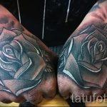 тату розы на руке у парня - фото пример 1