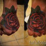 тату розы на руке у парня - фото пример 2