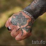 тату розы на руке у парня - фото пример 4