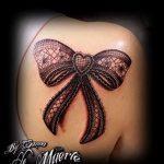 Bogen Tattoo auf ihrem Schlüsselbein - Foto Beispiel des fertigen Tätowierung 02052016 1