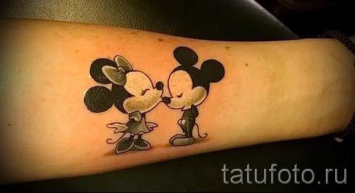 Mickey Mouse-Tattoo auf der Hand - fertigen Tätowierung auf 16052016 1