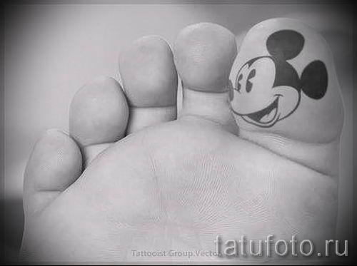 Mickey Mouse-Tattoo auf seinem Bein - das fertige Tattoo auf 16052016 1