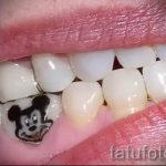 тату с микки маусом на зубах у человека - фото