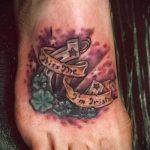 Tattoo-Inschrift zu Fuß - Beispielfoto des fertigen Tätowierung auf 1