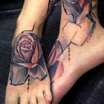 Tattoo auf dem Fuß Frau - Foto Beispiel des fertigen Tätowierung auf 1