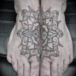 Tattoo auf den Fuß Männer - Foto Beispiel des fertigen Tätowierung auf 1