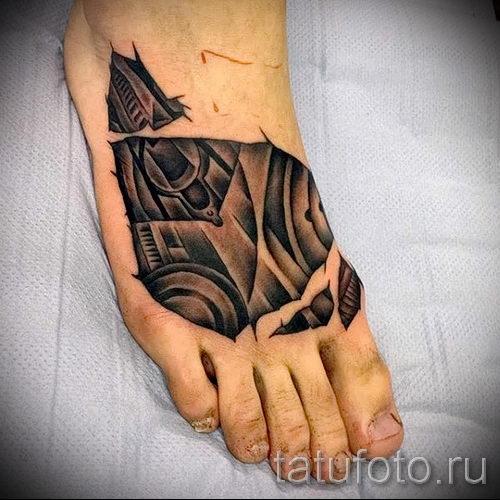 tattoo auf den fu m nner foto beispiel des fertigen t towierung auf 2. Black Bedroom Furniture Sets. Home Design Ideas