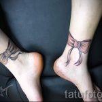 beugt Tätowierung auf seine Füße hinter dem Foto - Foto Beispiel des fertigen Tätowierung 02052016 2