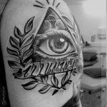 das all-sehende Auge im Dreieck Tattoos - Fotos des fertigen Tätowierung auf 13052016 2