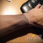tatouage sur les gars du poignet - photo par exemple 1