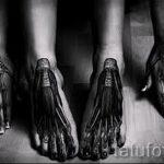 tatouage sur l'os du pied - par exemple Photo du tatouage fini sur 2