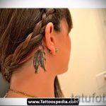 тату за ухом для девушек - фотографии вариантов готовых татуировок 21