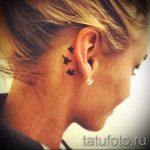 тату за ухом для девушек - фотографии вариантов готовых татуировок 7