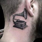 тату за ухом для мужчин - фотографии вариантов готовых татуировок 3