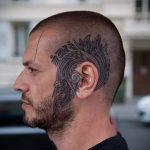 тату за ухом для мужчин - фотографии вариантов готовых татуировок 6