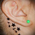 тату звезда за ухом - фотографии вариантов готовых татуировок 5
