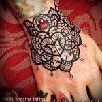 тату кружева на запястье - фото пример готовой татуировки 1