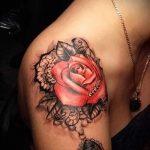 тату кружева на плече - фото пример готовой татуировки 1