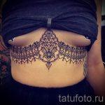тату кружева под грудью - фото пример готовой татуировки 2