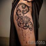 тату кружево на бедре - фото пример готовой татуировки 1