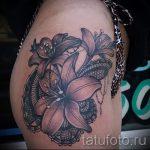 тату кружево на бедре - фото пример готовой татуировки 3